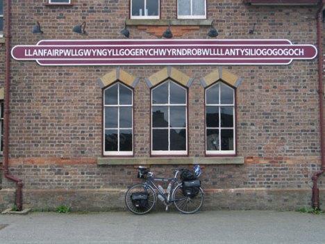 llanfairpwllgwyngyllgoger-019welsh